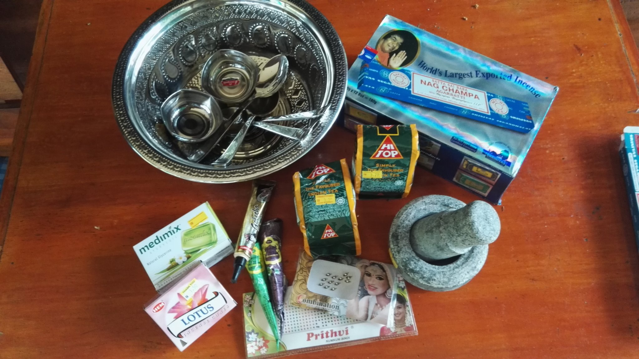 Indian products such as incense, mortel, silver bowls, Henna colours