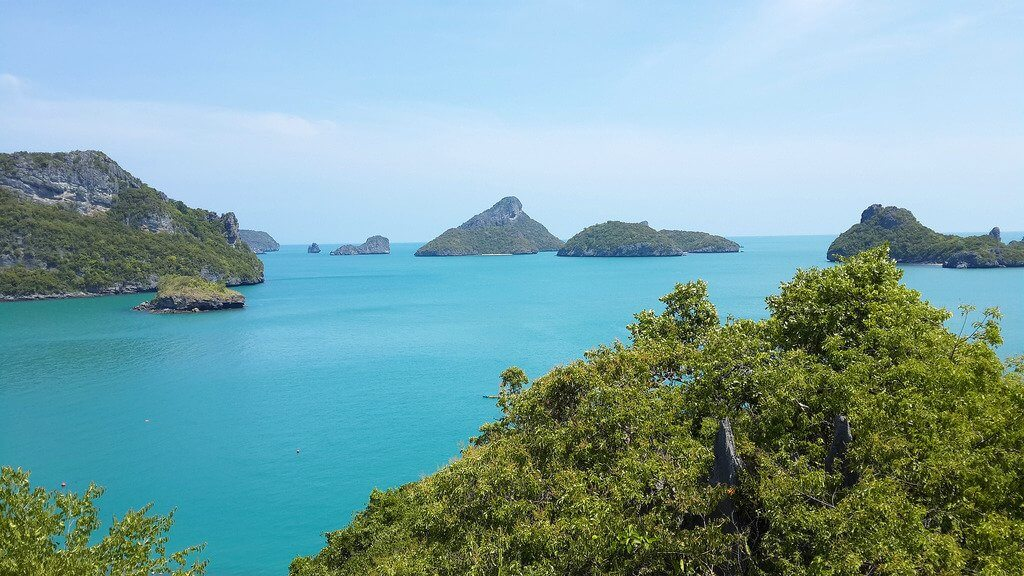 Ang Thong views with rocky islands and clear blue waters