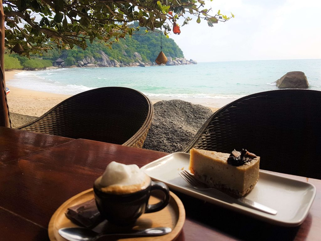 A breakfast with a view: coffee and raw cake by the sea